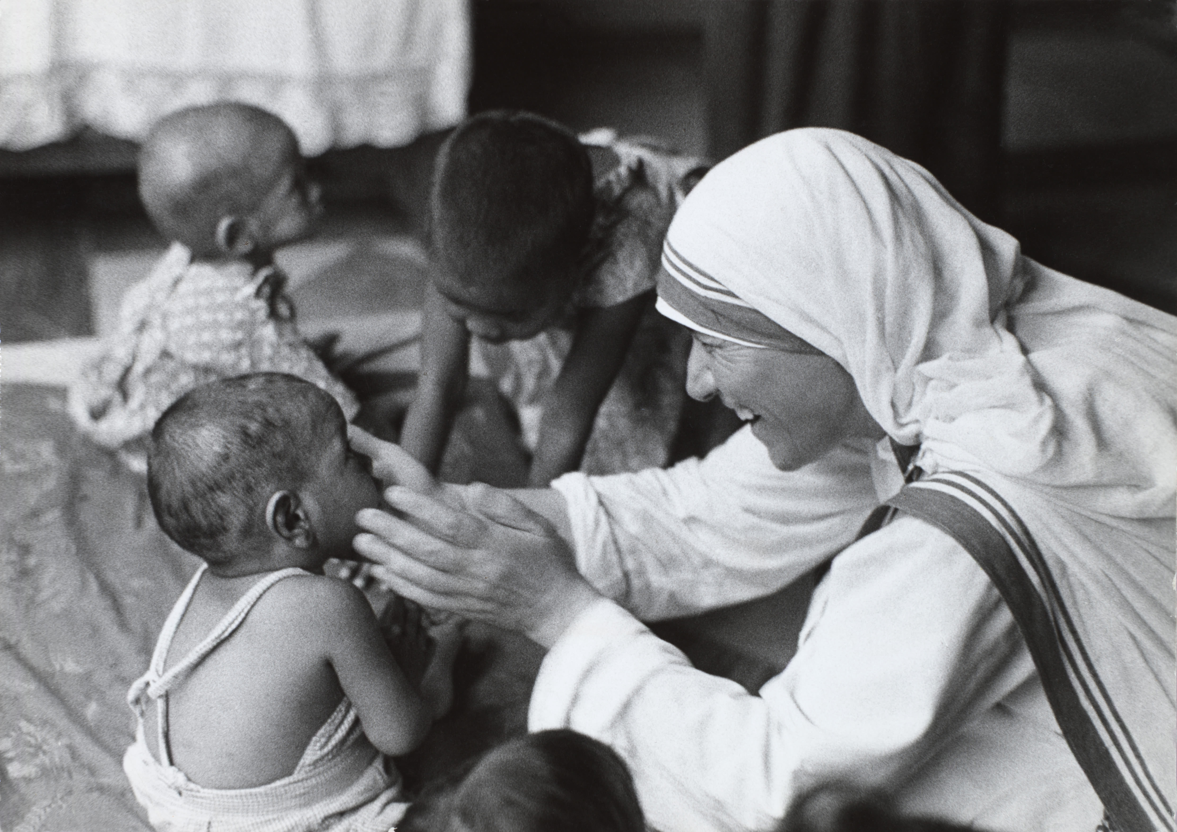mother teresa serves child